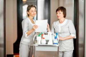 Diferenças de responsabilidades entre governanta e camareira